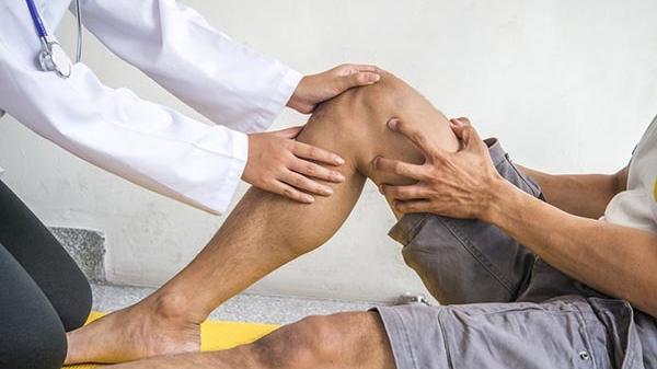 hogyan lehet enyhíteni a traumatikus ízületi fájdalmakat)