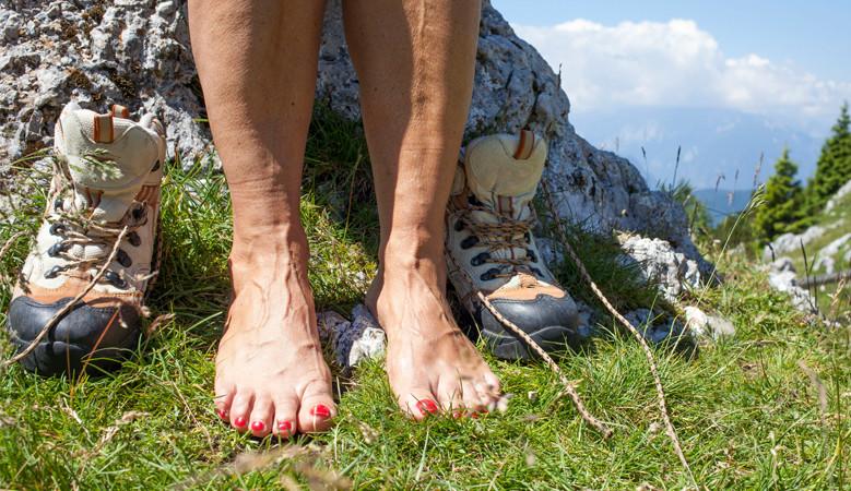 a lábak és a karok ízületei nagyon fájók)