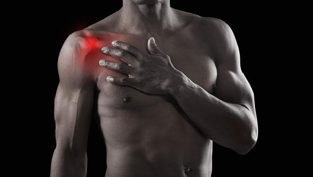 fájdalom és duzzanat a vállízületben)