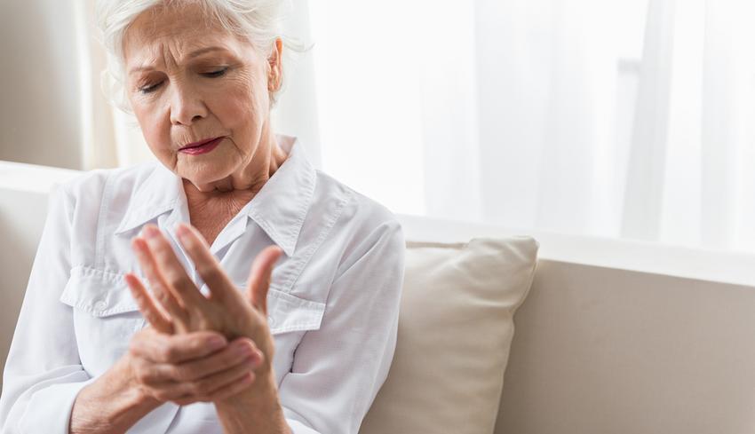 ízületek kezelése idős emberekben térd duzzanat diszlokációja