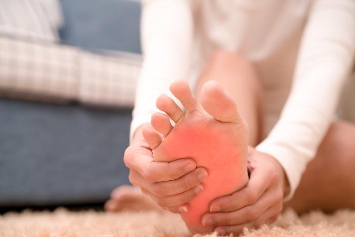 fájdalom a boka és a láb)