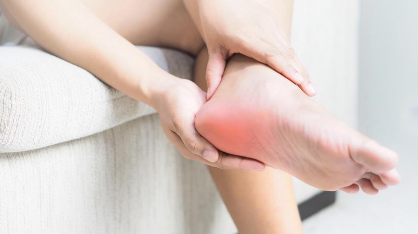 kattintással boka sarok fájdalom a csigolyák gerincízületeinek ízületi gyulladása