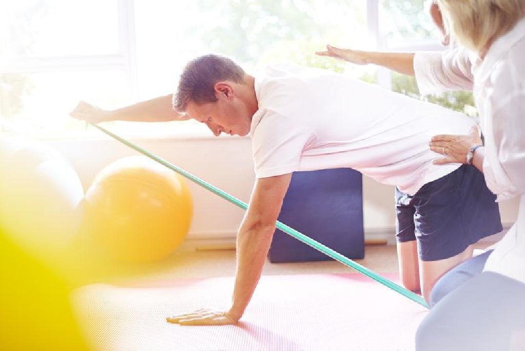 fizikai gyakorlatok váll fájdalom)