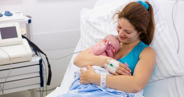 szülés utáni fájdalom a térdízületben)