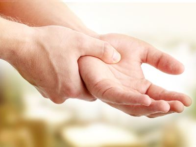 hirtelen fájdalom a hüvelykujj ízületeiben fő életkorral összefüggő ízületi betegségek