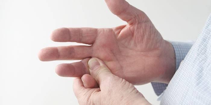 fájdalom az ujjak ízületeiben ad a vállakra