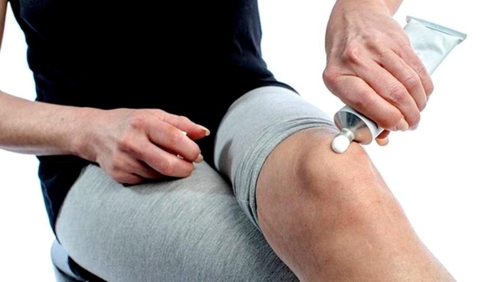 súlyos fájdalom a csípőízületben húzza a lábát)