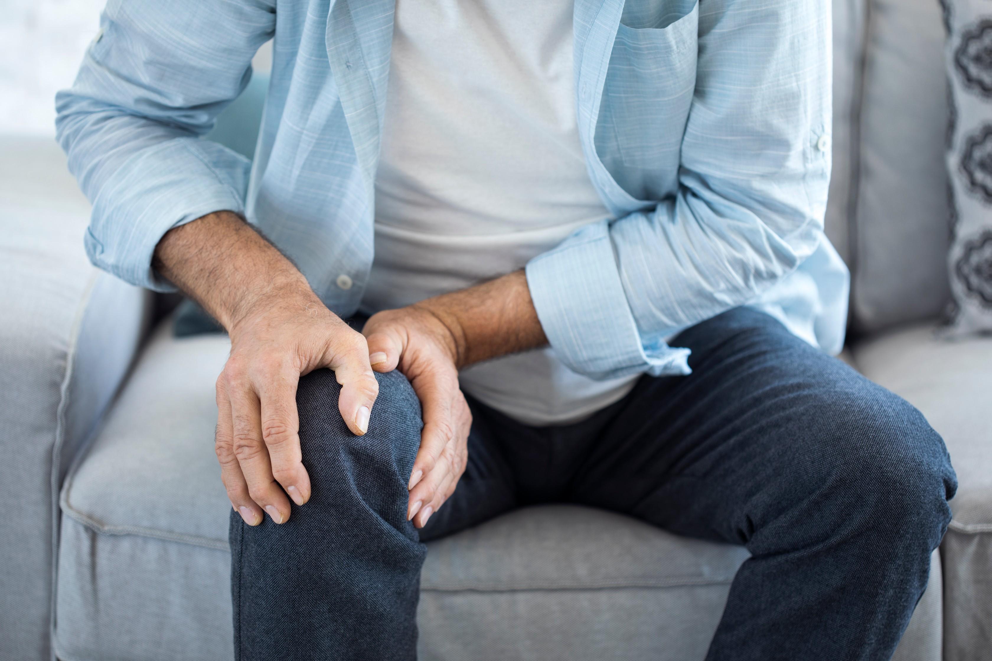 ízületi fájdalom a lábban felülről)