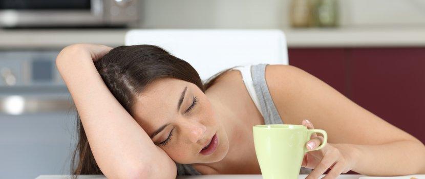 állandó ízületi fájdalom és fáradtság)