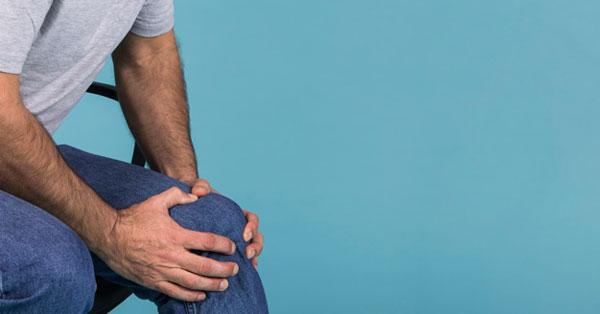 súlyos fájdalom a csípőízületekben