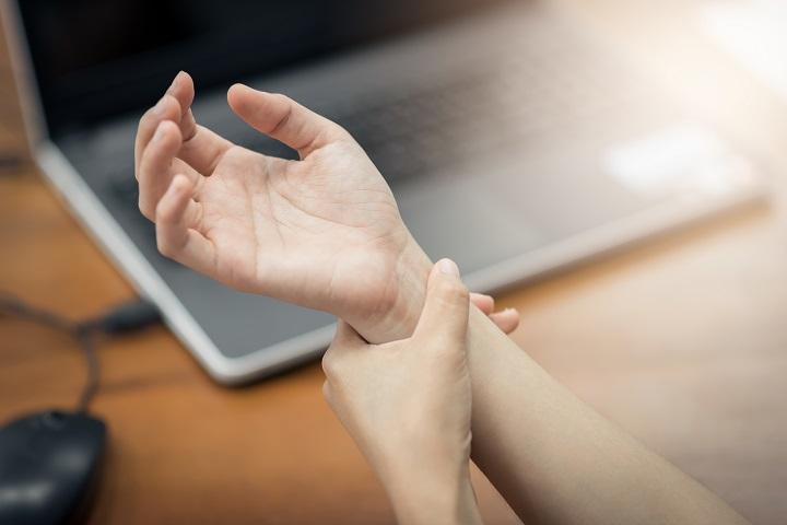 fájó ízület a kéz kisujján, mi az)
