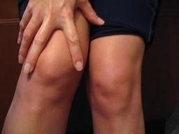 a könyök és a lábak ízületei fájnak