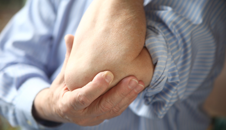 könyökfájdalom diagnosztikai kezelést okoz