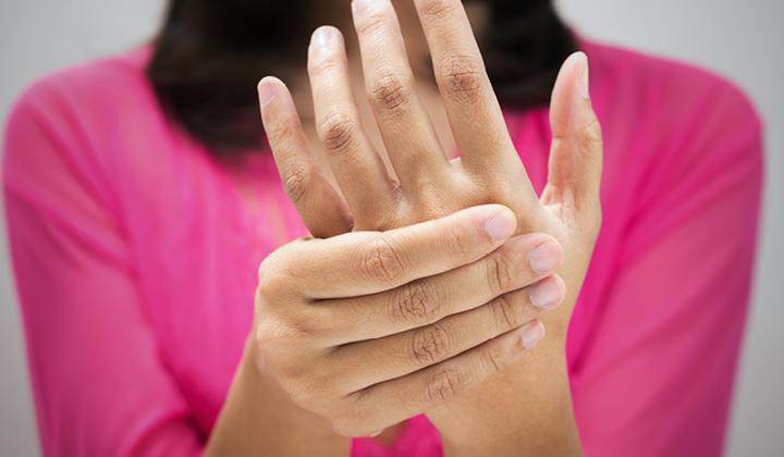az ujjak duzzadnak és az ízületek fájnak