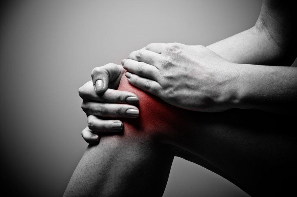 térdízületi fájdalom a pohár alatt)