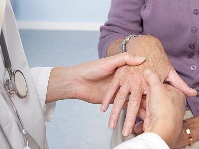 ízületi fájdalom a jobb kézben, hogyan kell kezelni