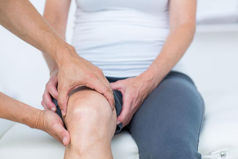 a térdízületi fájdalomra melyik orvos