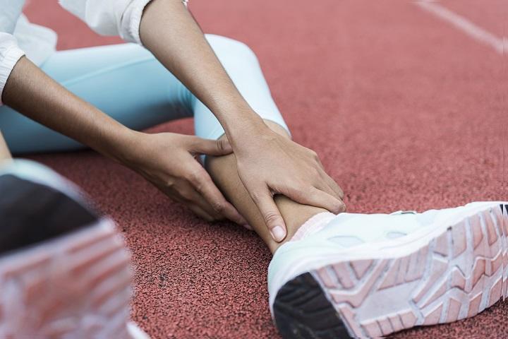 fájdalom a karok ízületeiben súlyemeléskor
