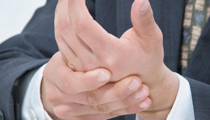 mit inni az ujjak ízületeinek fájdalmától)