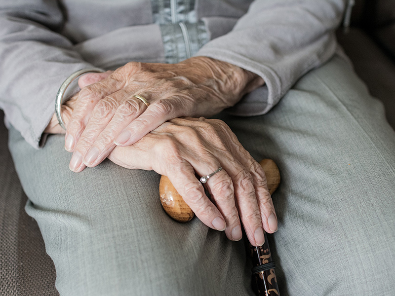 hogyan segíthetünk a nagymamának fájó ízületekben)