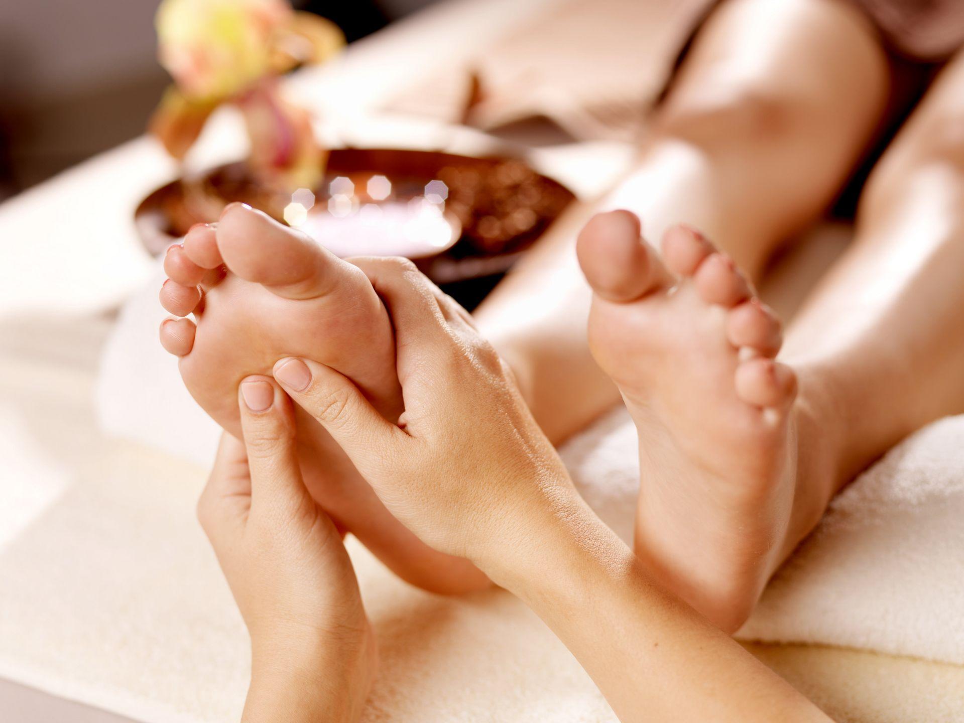 felbukkant egy lábán, amelynek súlyos fájdalma van a bokaízületben)