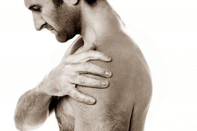 ízületi fájdalom és eritéma)