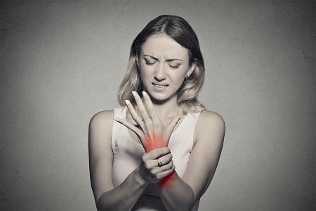 rheumatoid arthritis a kezekben)