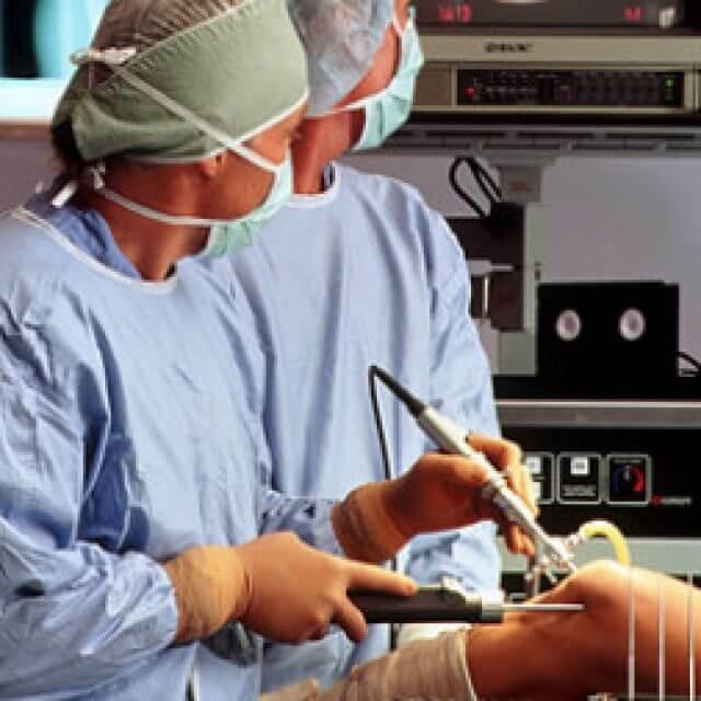 a térd bursitisének kezelése kenőcsrel az ujjízület duzzanatát okozza