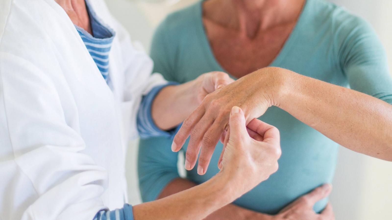 a hüvelykujj ízületeinek gyulladása bokaízületek osteochondrozisának kezelése