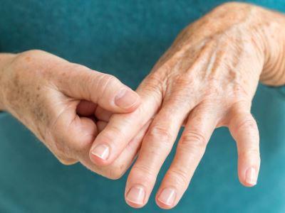 az ujjak ízületi gyulladása esetén