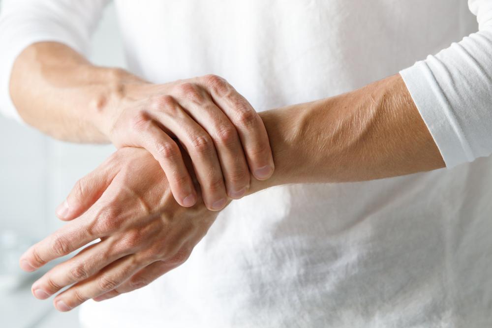 A hátfájás gyakori oka: csigolyaízületi gyulladás – Natúrsziget