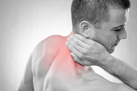fájdalom a fej és a nyak hátsó ízületében