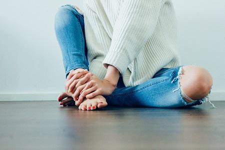 húzza a lábát és a fájó ízületet
