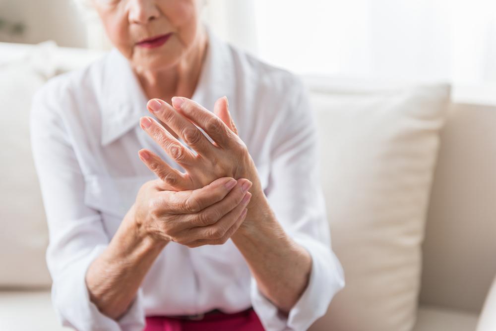 miért fáj a reggelente a kéz ujjai
