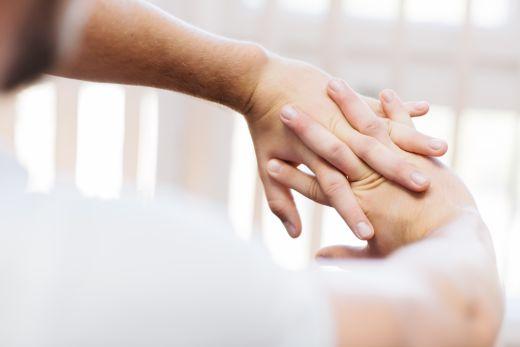 ízületi fájdalom az ujján mi ez a 2. fokú tünetek artrózisa és kezelése